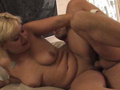 Geile Hausfrauen vor der Porno Kamera