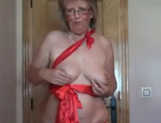 Oma fickt und stript und masturbiert für euch