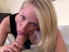 40 jährige Blondine hat gern Sperma auf den Titten