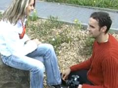 Süsse Blondine zum Porno Dreh überredet