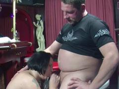 Fetter Mann fickt fette Frau in einer Kneipe