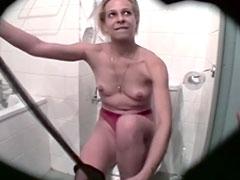 Zimmermädchen gefickt im heimlich gefilmten Porno