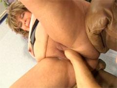 Hausfrau im deutschen Faustfick Porno