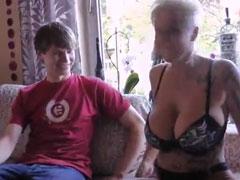 Junge fickt dicktittige Oma durch