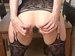 Hausfrau mit Anal Plug im Arsch