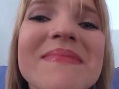 Heisse Blondine gegen ein Taschengeld gefickt