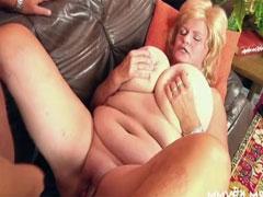 Oma mit dicken Titten hart gefickt