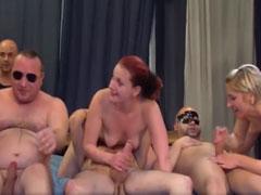 Hausfrauen im Gruppensex Porno
