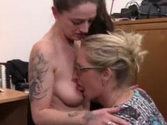 zwei fette lesben ficken sich gegenseitig